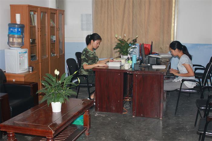 封闭式学校教师办公室